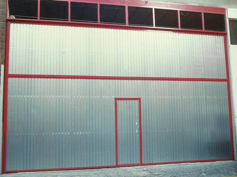 instalacion puertas basculantes Barcelona